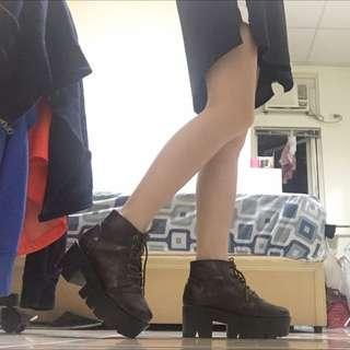 深咖厚底鞋