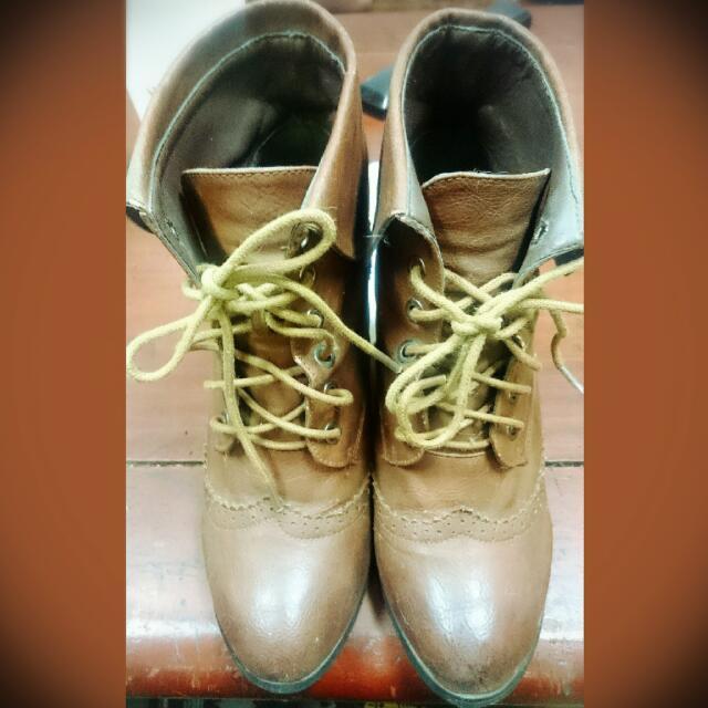 高跟靴子 咖啡色