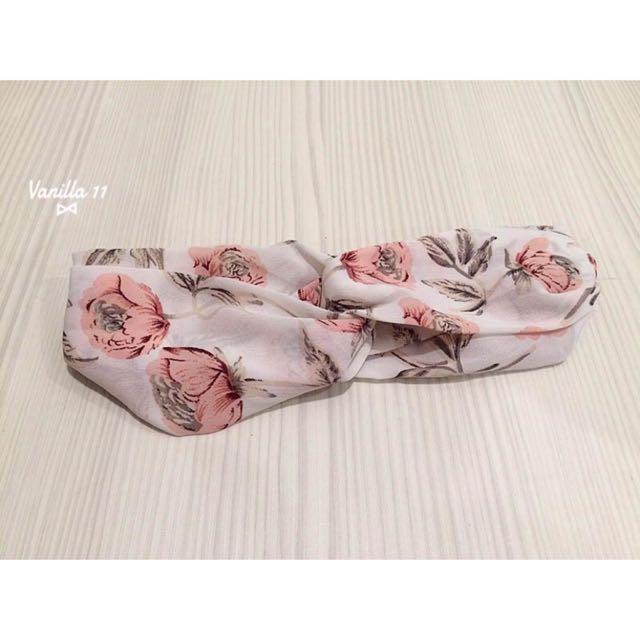 韓 花朵 白底 粉紅 紡紗質 春夏 交叉 鬆緊 髮帶