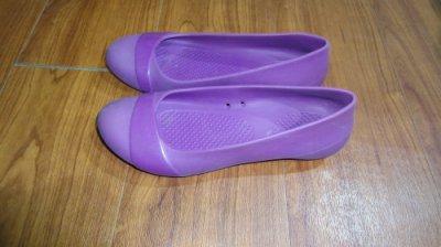 正品!!! CROCS紫色 休閒鞋 娃娃鞋 平底鞋 梅雨季必備///知名品牌布希鞋