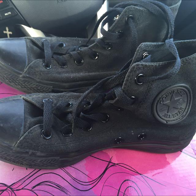 Converse Black Chucks