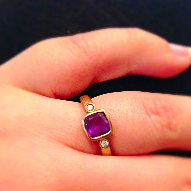Gorgeous 9ct Gold Amethyst&diamond Ring