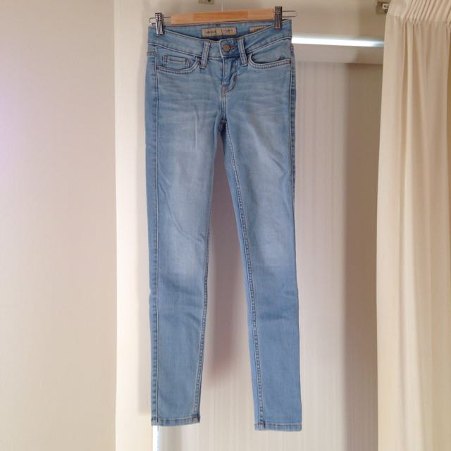Guess Light Blue Skinny Jeans Size 6 Or 8