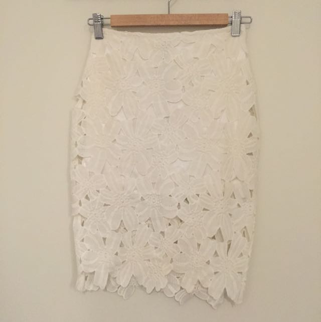 High wasted Lace Skirt