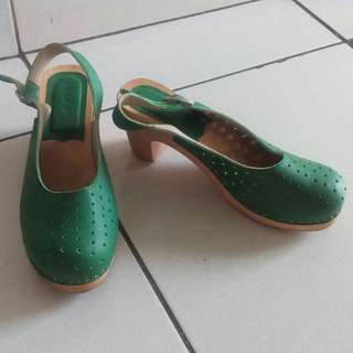 klom shoes size 37