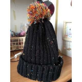 黑色彩織毛帽 毛球款