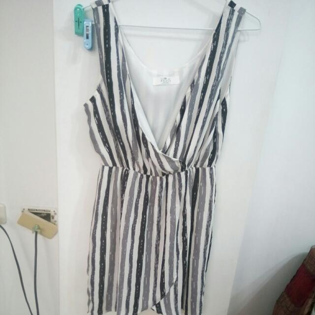 條紋洋裝$180