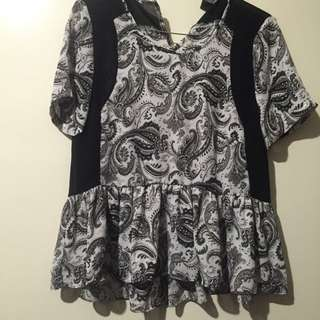 Patterned Top Size 8