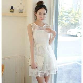 緹花滾邊腰間綁帶無袖白色小洋裝