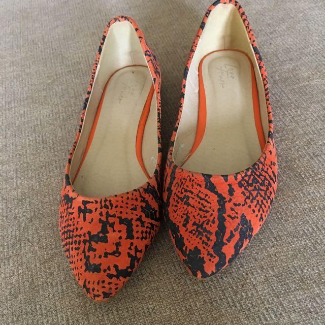 橘色蛇紋尖頭包鞋37號