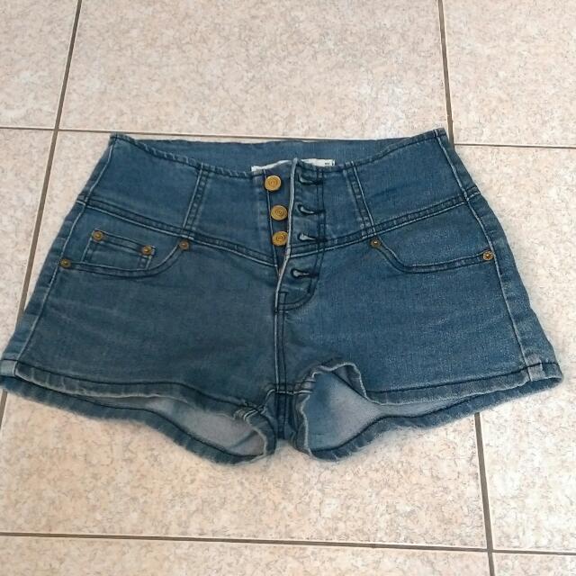 【二手/含運】高腰排釦牛仔熱褲
