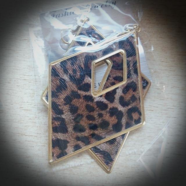 (降價)豹紋菱形耳環(大)