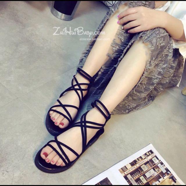 黑色綁帶交叉平底涼鞋