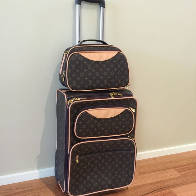 Cabin Baggage & Matching Beauty Case