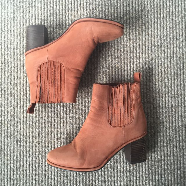 Country Road Leather Brown Boots