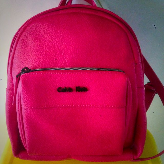 foto de NEW Calvin Klein Hailey Backpack, Women's Fashion, Bags & Wallets ...