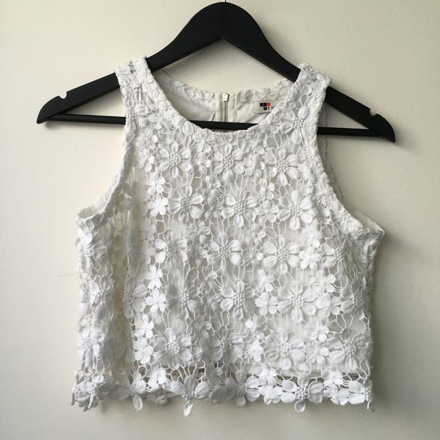 Temt ▪️floral patterned crop in white