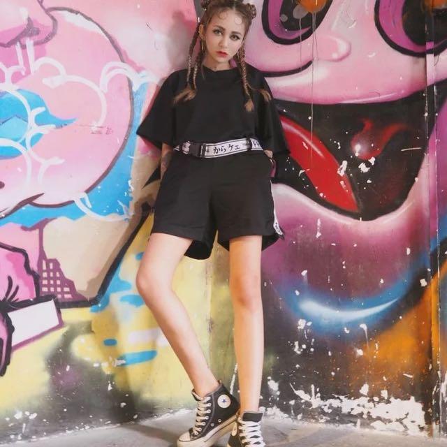 兩件式 東京原宿zipper  vintage 超帥日文兩件式 寬鬆 有彈性 運動風短線短褲套裝 腰帶可拆卸 黑色白色 休閒風 帥妹 懶人救星 可分開穿搭 老帽