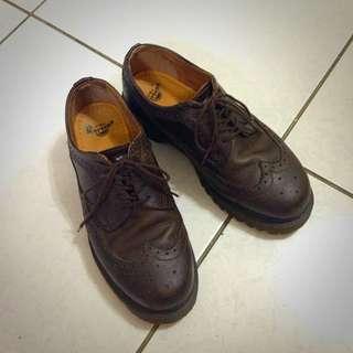 大腳女孩 Dr. Martens 男款雕花皮鞋 女生大腳可穿 古著 必備