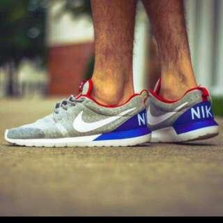 全新Nike roshe run NM SP 大nike限定 灰色跑步運動鞋慢跑鞋 顏色:灰藍紅 好穿好搭 39號 24.5號
