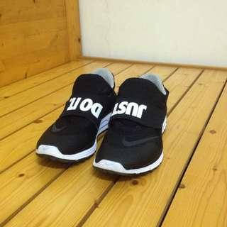 Nike just do it 魔鬼氈 306 慢跑鞋 socfly 經典黑白