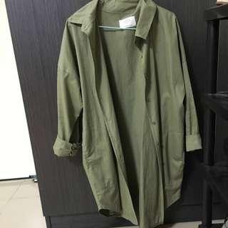 軍綠色長版襯衫