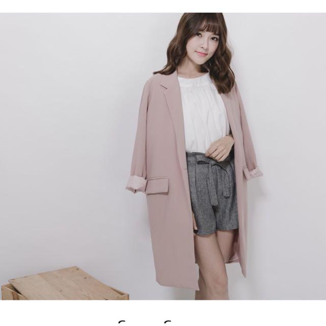 單釦粉色長版西裝外套