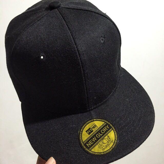 素面黑色版帽