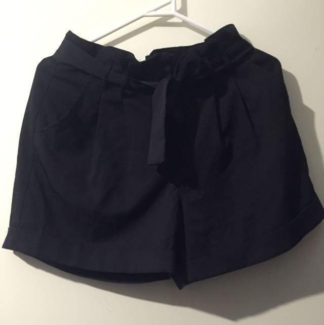 Black Dotti Shorts Size 10