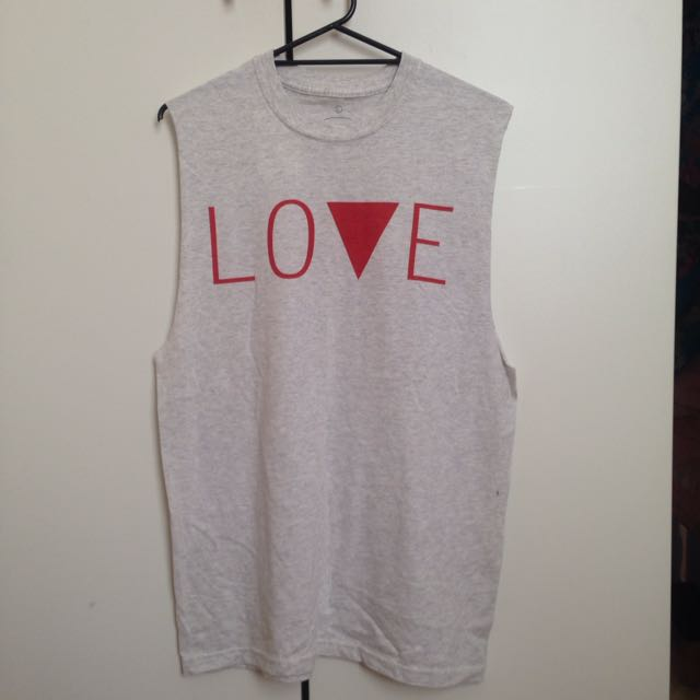 BNWT Love/hate  S/S Tee Size L