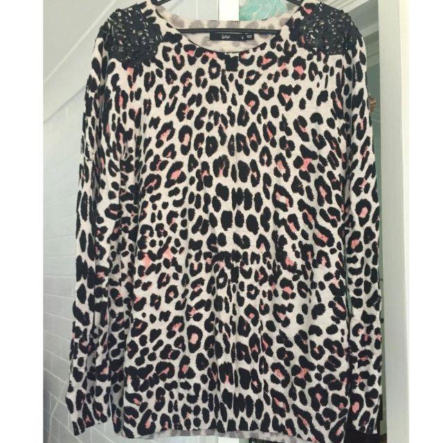 Leopard print jumper Size Small