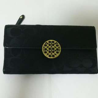 New & Authentic Nice Design Coach Wallet Bought From USA. This wallet suitable bring for Dinner/Function as well.