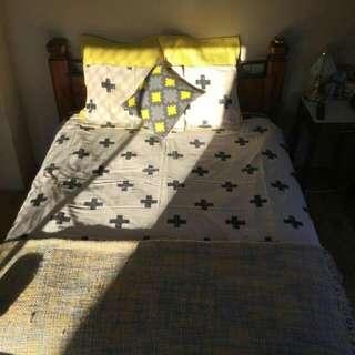 Queen Bed Doona And Accessories