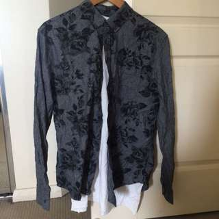 2x Printed dress shirts W/ Bonus Free Basic Tee's_ Size M