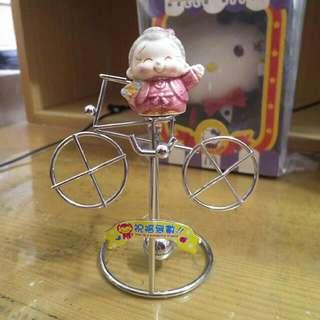 腳踏車造型老奶奶搖擺桌飾擺飾