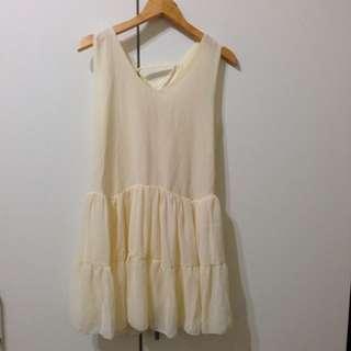 米白色洋裝