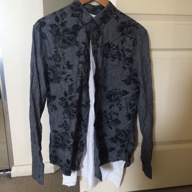 2x Printed dress shirts W/ Bonus Free Basic Tee's_ Size M