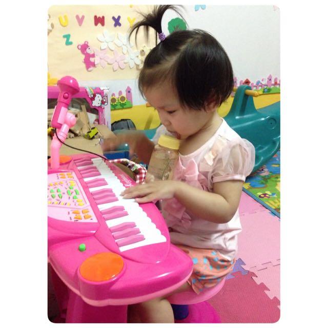 《朋友訂下》粉紅鋼琴