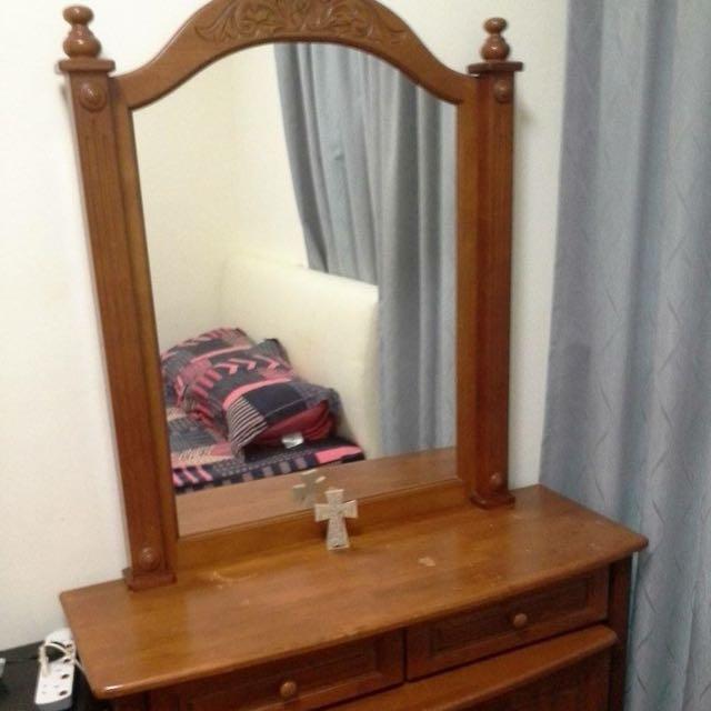 Dresser w/ Mirror /cabinet