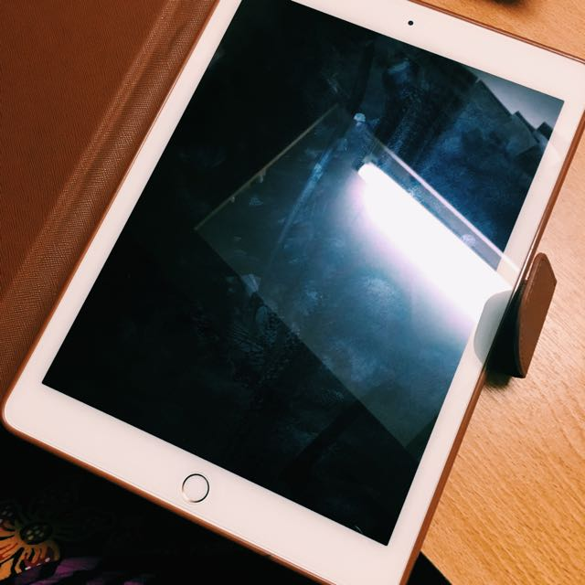 Ipad Air 2 128 GB Gold Colour (wifi only)