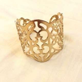 可加購)時尚鏤空寬版金屬造型手環