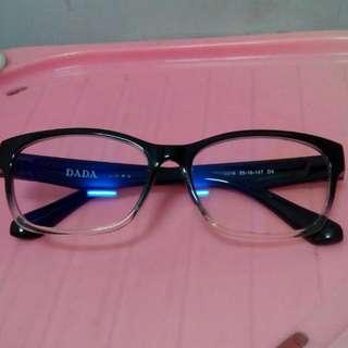 DADA 鏡框(附視亨濾藍光、抗UV之無度數光學鏡片+DADA眼鏡盒+鏡片袋)