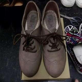 駝色牛津高跟鞋