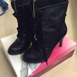 Daphne 黑色綁帶尖頭高跟靴 24.5(免運