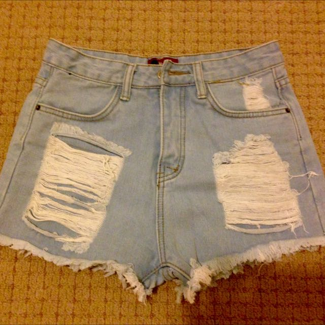 BNWOT size 6 Denim shorts