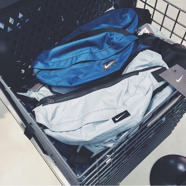 Nike灰藍色腰包