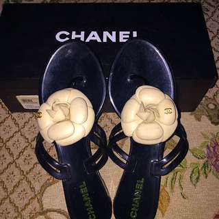 Chanel sandal Camellia jelly flip flop black/cream size 37