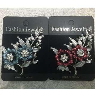 🚚 【Fashion Jewelry】歐美品牌-精漾水鑽花胸針(藍/紅 兩色)