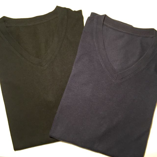 2 Uniqlo V-neck Plain short sleeve T-shirts