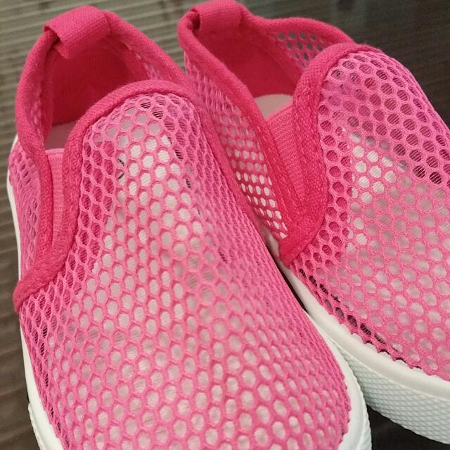 (4yo - 5yo) Brand NEW Pink Shoes With Good Ventilated Holes